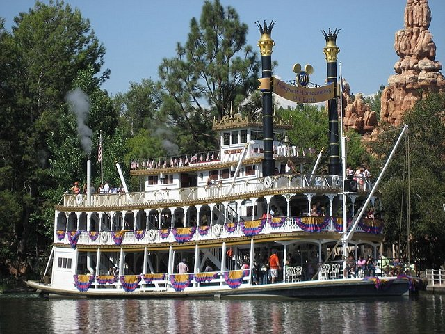mark twain riverboat (disney) 1.jpg