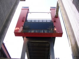 scharnebeck twin ship lift.jpg