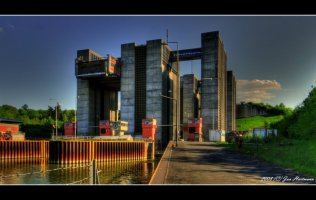 scharnebeck twin ship lift 2.jpg